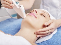 Injection of skin boosters